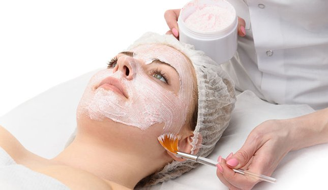 Chemical Skin Peels training course - treatment application