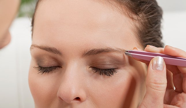 Eyelash and Eyebrow Training Course - Image of Eyebrow Shaping
