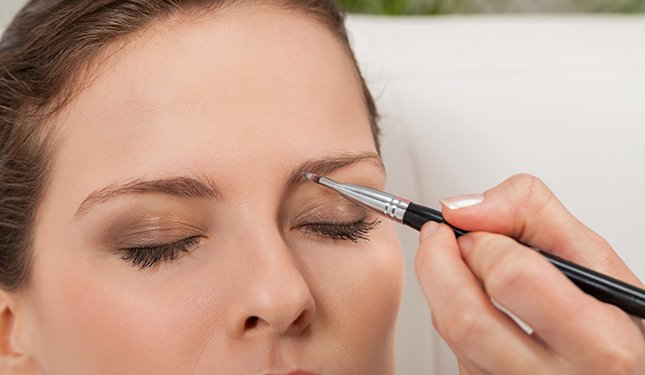 Eyelash and Eyebrow Training Course - Image of Eyebrow Tinting
