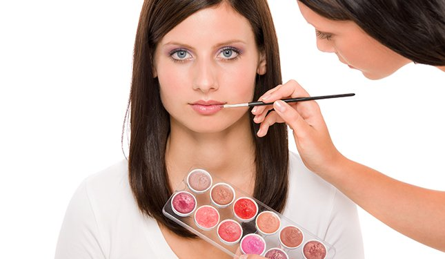 Cosmetic Make Up Training Courses - Lip makeup application