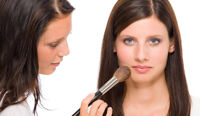 Cosmetic Make Up Training Courses - Makeup application using a brush
