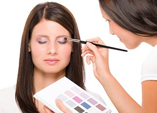 Beauty Therapy Training Courses - Image of cosmetic make up application