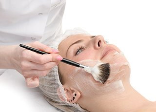 Facial Massage and Skin Care course - Cosmetic Skin Peels Image