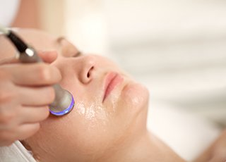 Beauty Therapy Training Courses - Image of Facial Electrical Treatment