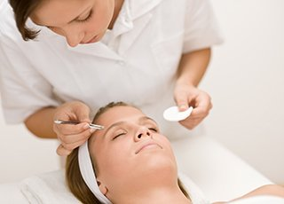 Threading Training course - Eyebrow Treatment Image